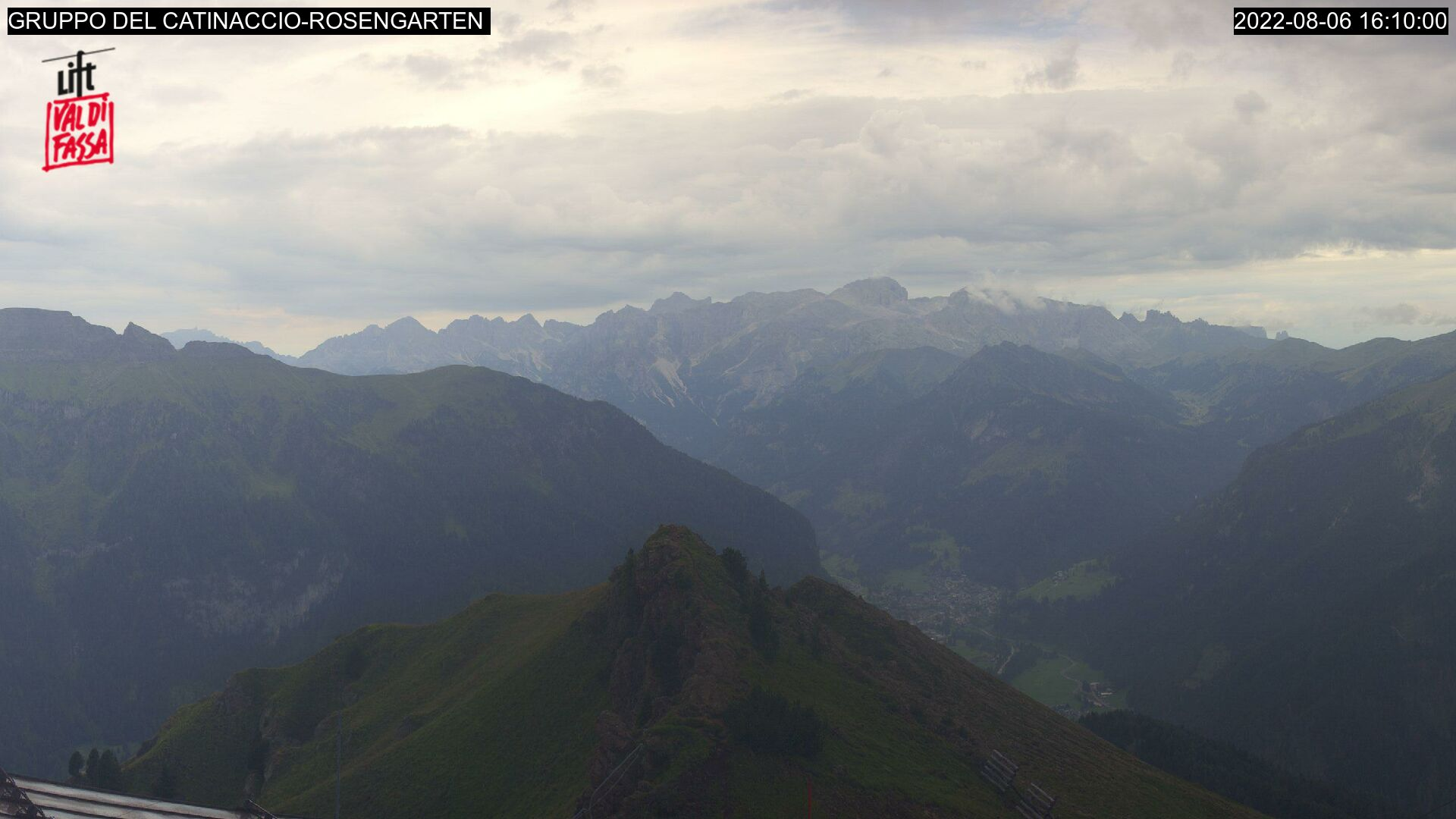 Webcam Belvedere - Col Rodella - Catinaccio - Altitude: 2,376 metresArea: Col dei Rossi Panoramic viewpoint: static webcam. View from the top station of the