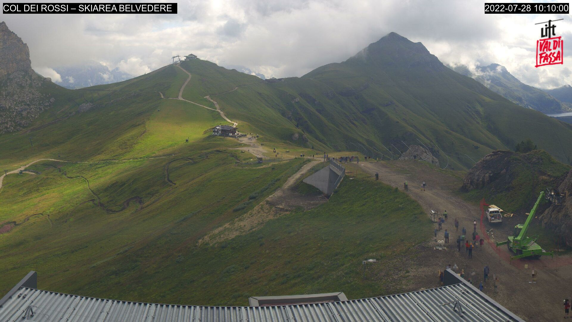 Webcam Canazei - Belvedere - Col dei Rossi - Altitude: 2,413 metresArea: Col dei RossiPanoramic viewpoint: static webcam. Glimpse of the Canazei ski area and the chair lifts
