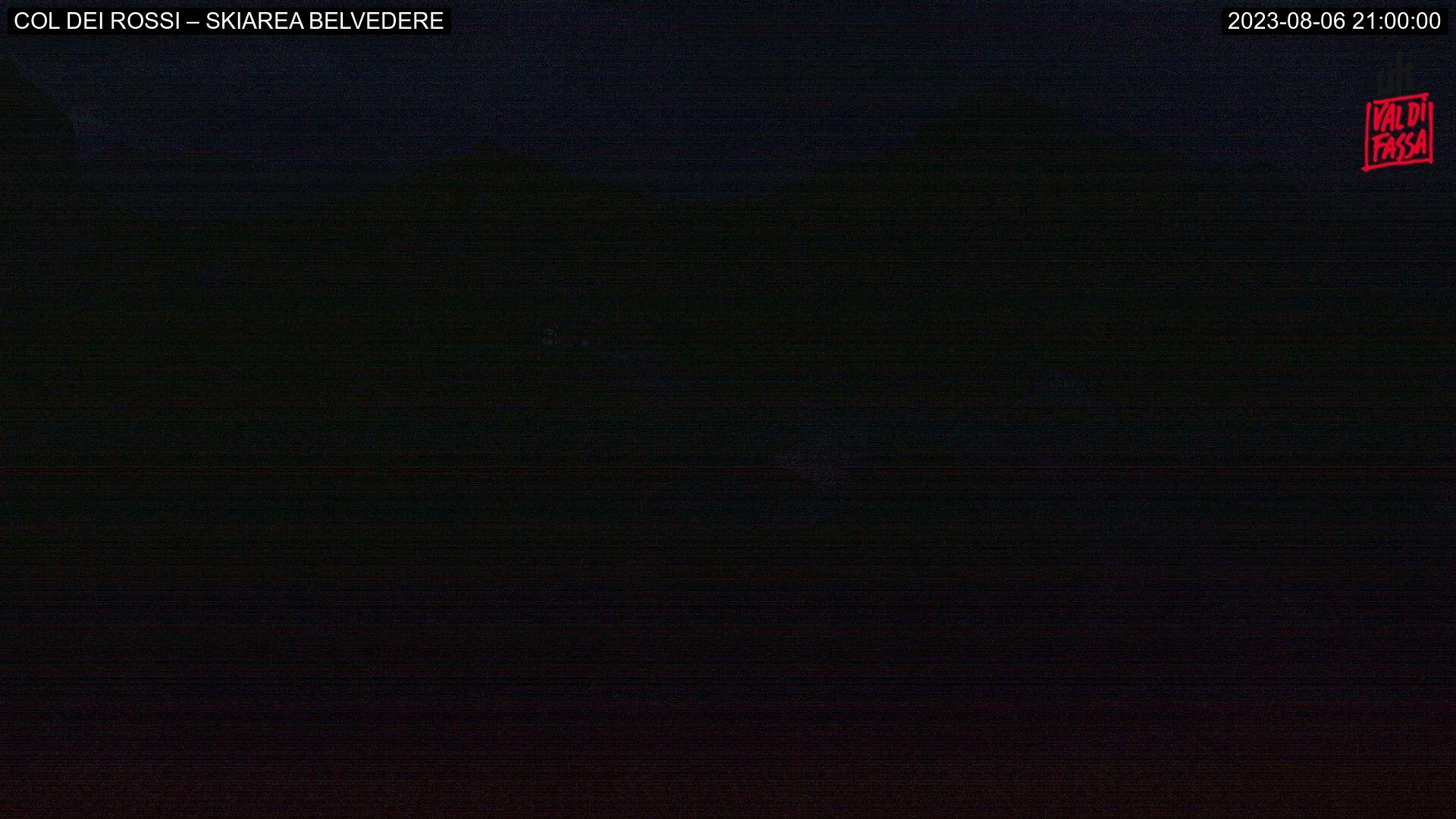 Webcam Canazei - Belvedere - Col dei Rossi - Altitudine: 2.413 metriPosizione: Col dei RossiPunto Panoramico: webcam statica. L'immagine presenta uno scorcio della ski area di Canazei con le seggiovie