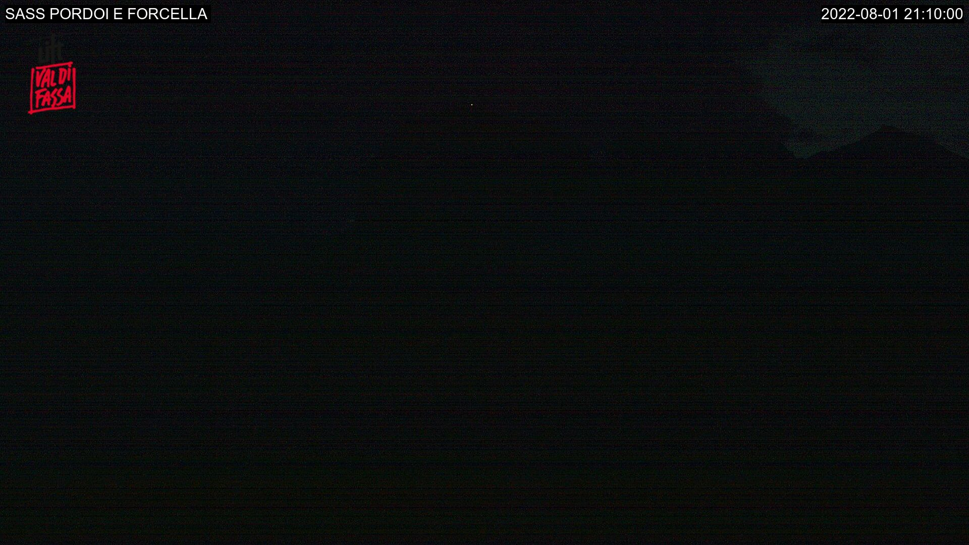 Webcam Canazei - Passo Pordoi - Altitude: 2,950 metresArea: Passo PordoiPanoramic viewpoint: static webcam pointed on Sass Pordoi (known as the terrace of the Dolomites) and the Forcella Pordoi, in the Sella group. It's reachable on foot or by cable car (in summer along track no. 627) from Passo ...