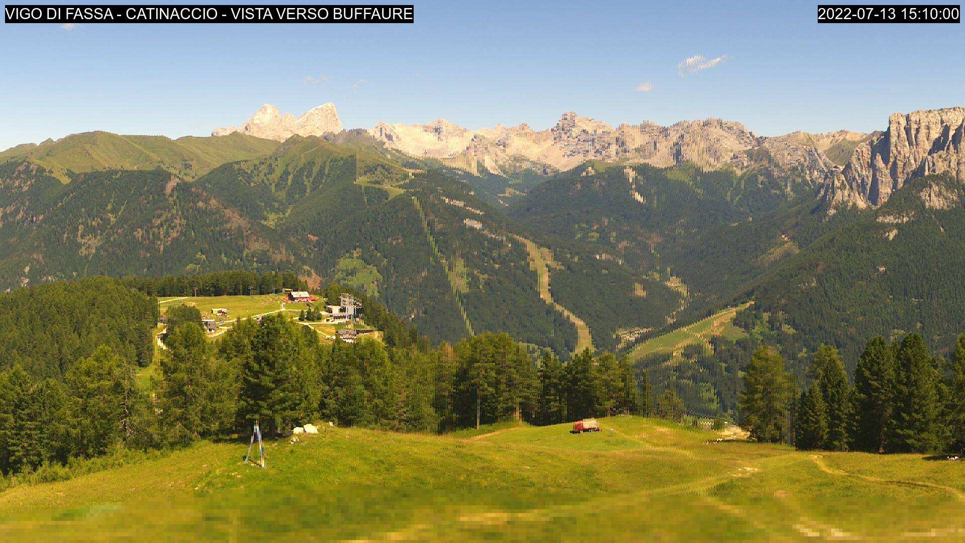 Webcam Vigo di Fassa - Ciampedìe - Pozza Buffaure - Altitude: 2,042 metresArea: Pra Martin Panoramic viewpoint: static webcam. View on the ski area Vigo-Catinaccio, from